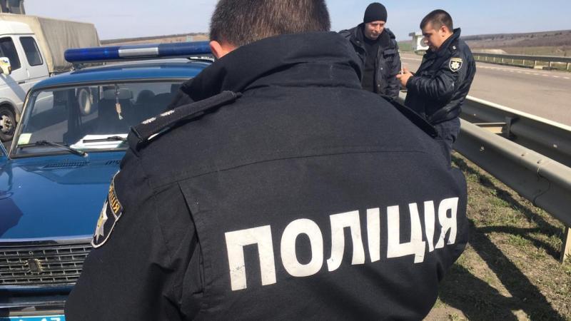 Смертельное ДТП на трассе Одесса-Киев: грузовик сбил работника дорожной службы