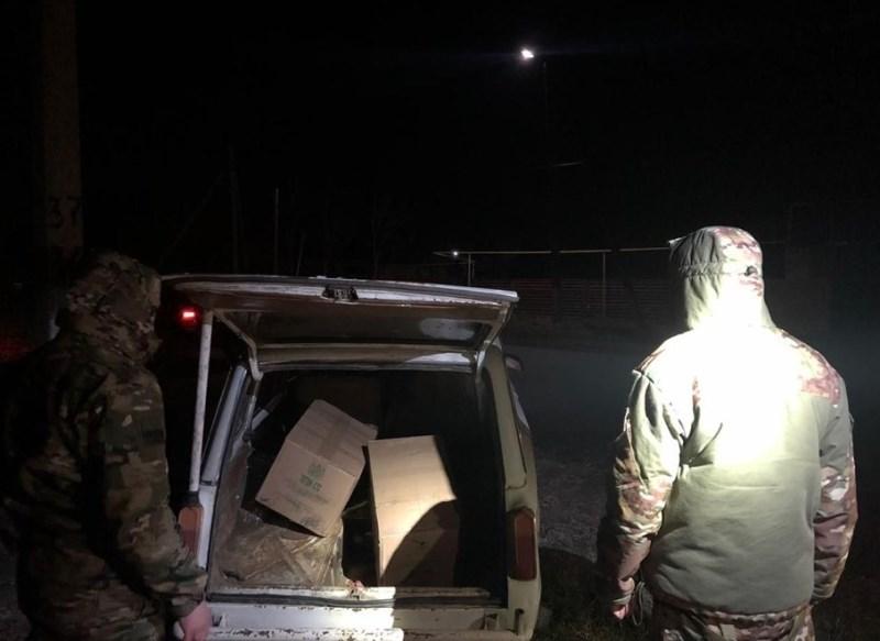 Самодельный плот и более 5 тысяч пачек сигарет: в Кучурганском водохранилище разоблачили контрабанду из Молдовы