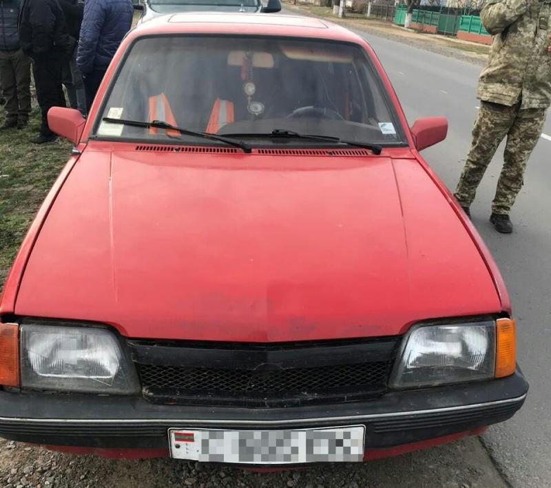 Пограничники Белгород-Днестровского отряда выявили полтонны контрафактного алкоголя и полтысячи пачек сигарет