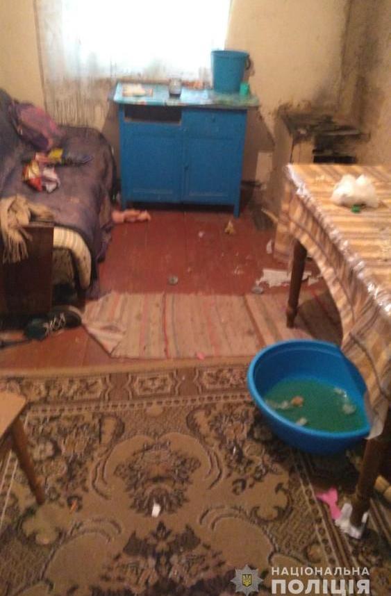 Оставила одних в холодном грязном доме без еды и денег: в Тарутинском районе у нерадивой матери забрали троих детей