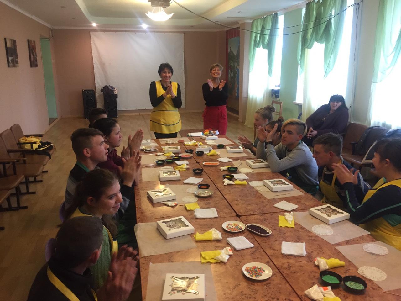 Пряничный мастер-класс к Пасхе в Килийской школе-интернат провела кондитер при поддержке международного фонда