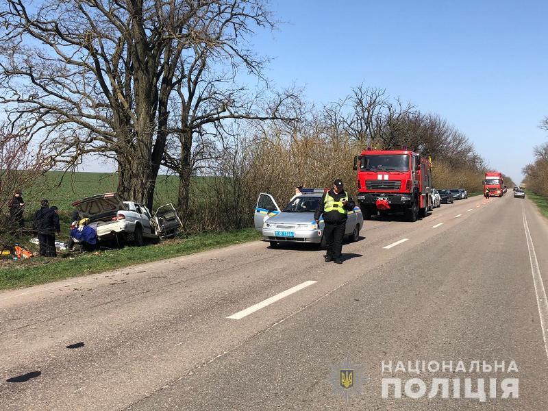 Смертельное ДТП: в Одесской области водитель не справился с управлением авто и врезался в дерево
