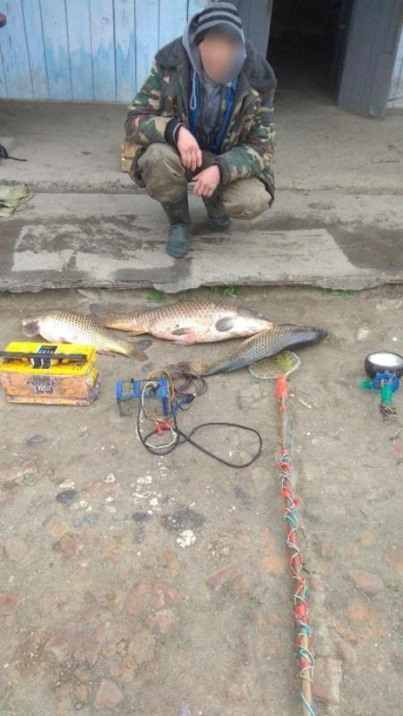 Ни себе, ни людям: на озере Кугурлуй задержали рыбака с электроудочкой