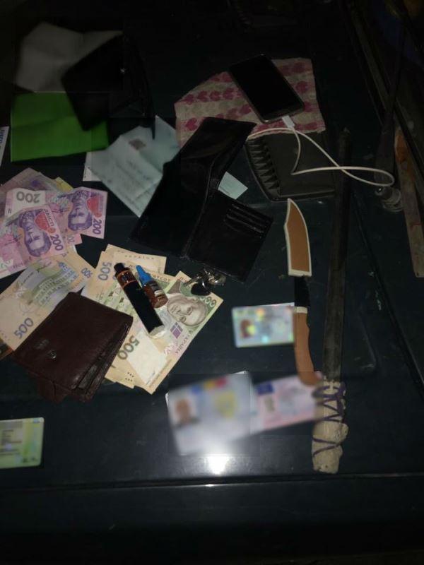 """Разбойные нападения и похищение человека: в Одесской области """"работала"""" преступная группировка под видом полицейских"""