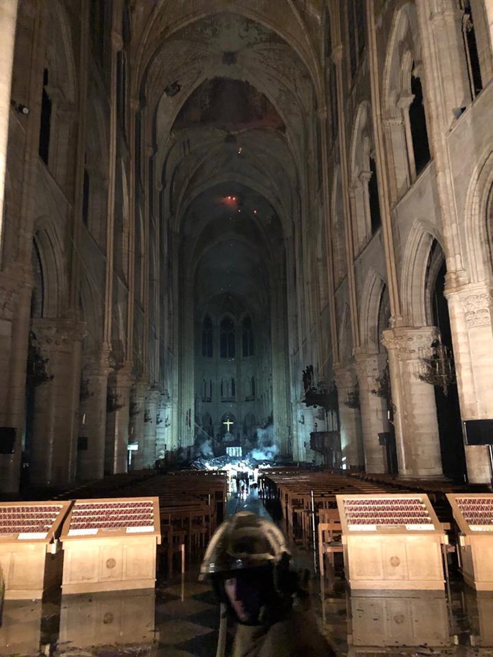 Как выглядит после масштабного пожара Собор Парижской Богоматери