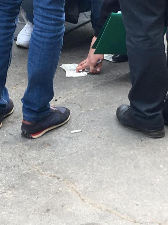 Белгород-Днестровского прокурора поймали на взятке в 10 тысяч долларов