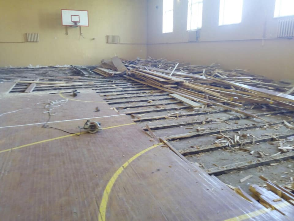 В одной из школ Килийской ОТГ полностью заменят пол в спортзале