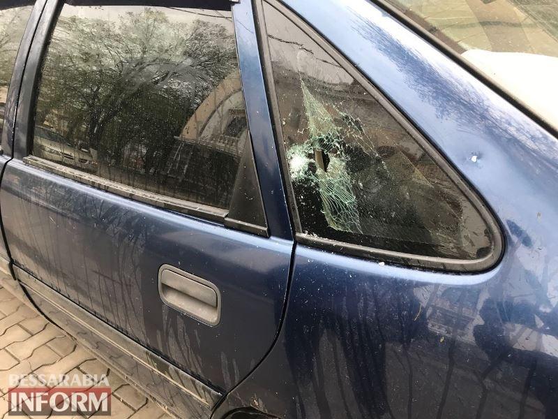 Реакция на замечание: в Измаиле пьяный сотрудник патрульной полиции бросил бутылку в чужой автомобиль