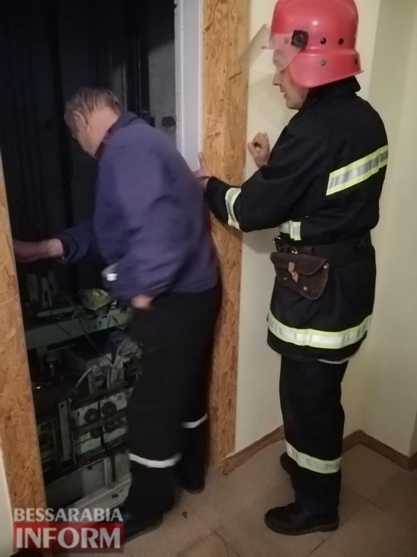 В Белгород-Днестровском спасатели достали школьника из застрявшего лифта