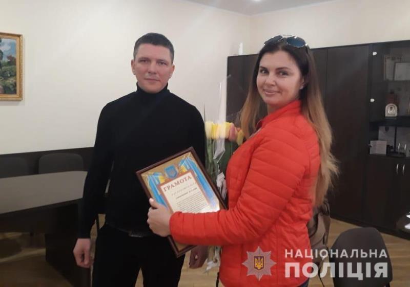 Бдительность и неравнодушие: полиция Черноморска наградила грамотами местных жительниц за содействие в поисках детей из Саратского района