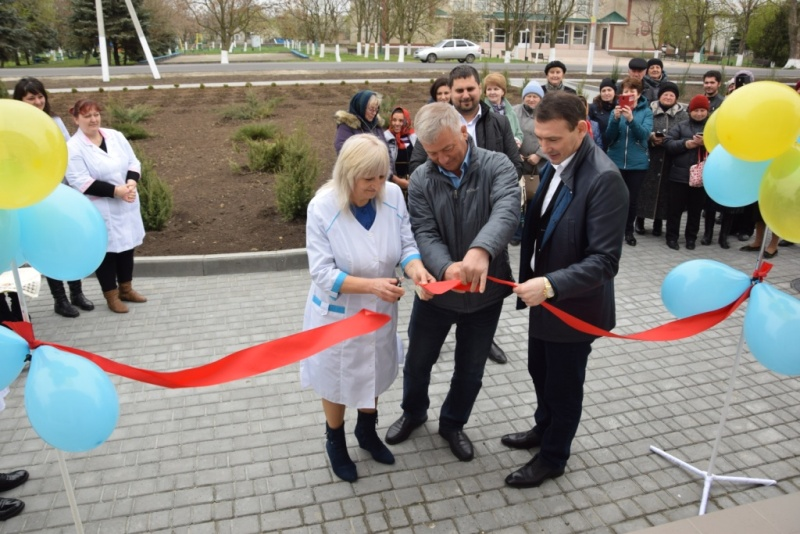 В Саратском районе торжественно открыли новую амбулаторию и мини-стадион
