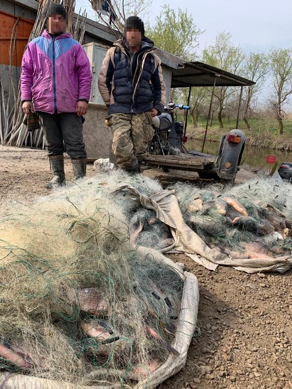На озере Кугурлуй задержали браконьеров с километровыми сетями и 100-килограммовым уловом