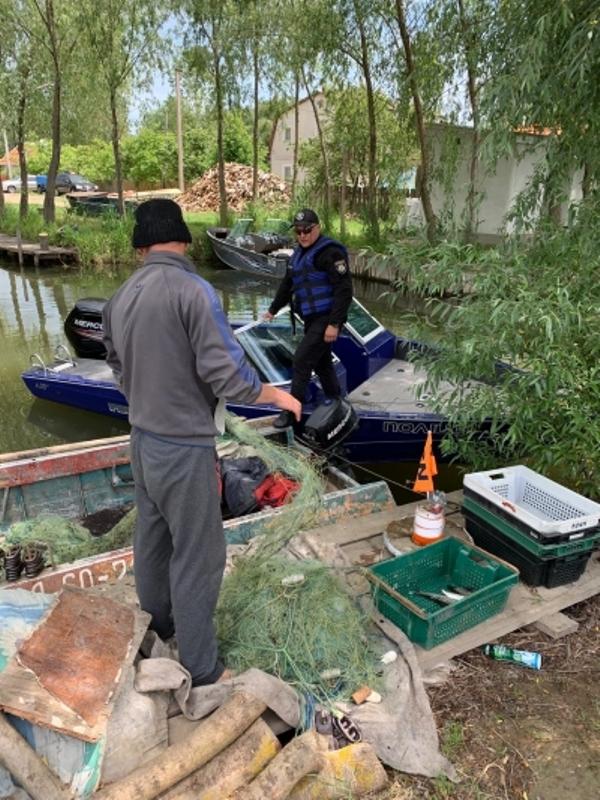 Возле Вилково задержали двух браконьеров, которые ловили дунайскую селедку