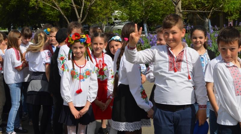В Татарбунарах сегодня состоялось вышиванковое шествие