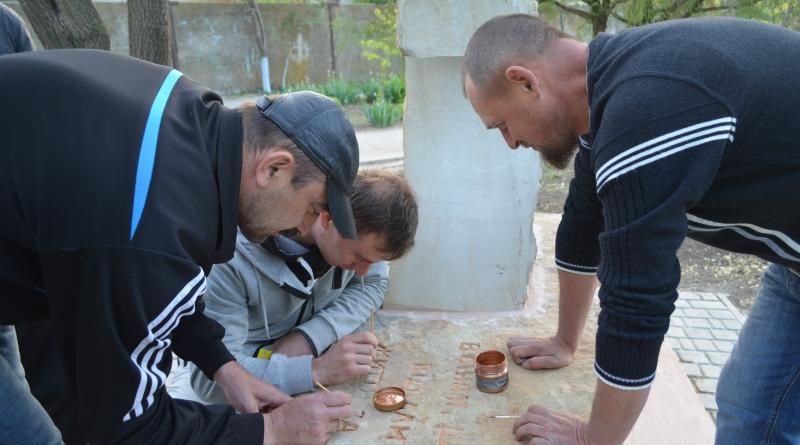 В Татарбунарах участники АТО установили мемориал погибшим защитникам Украины
