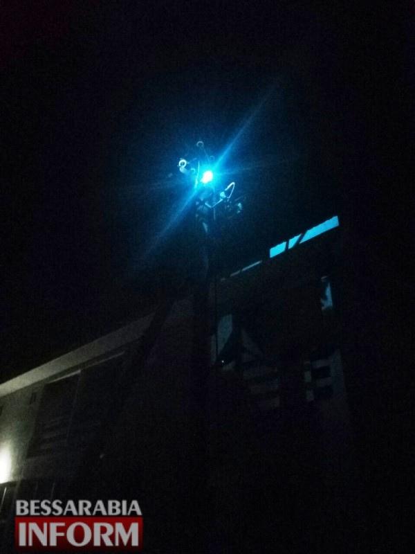 В Белгород-Днестровском районе пожарные несколько часов ждали бригаду РЭСа, которая проигнорировала сообщение о замыкании высоковольтной линии