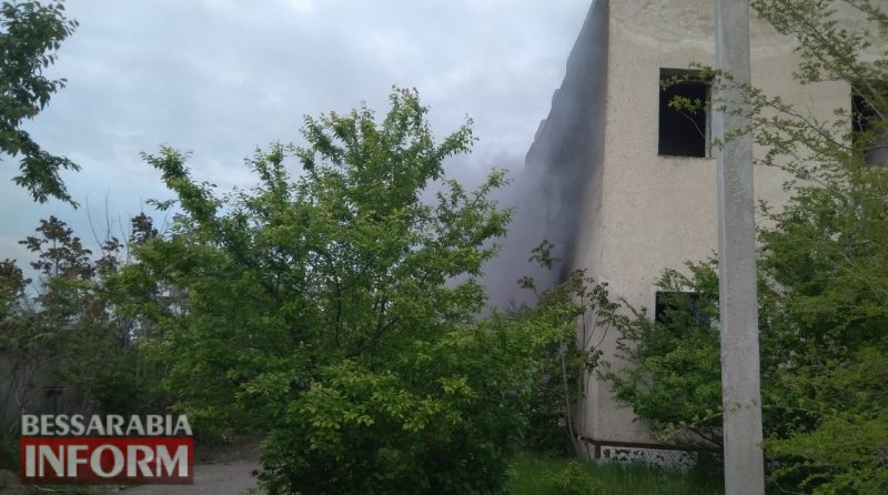 В Белгород-Днестровском произошел пожар на территории заброшенного памятника архитектуры