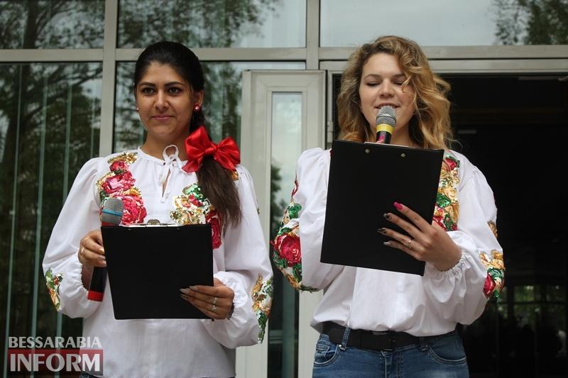 """Вышиванка - больше чем мода: студенческая молодежь Измаила выстроилась в виде """"вышиванкового"""" сердца"""
