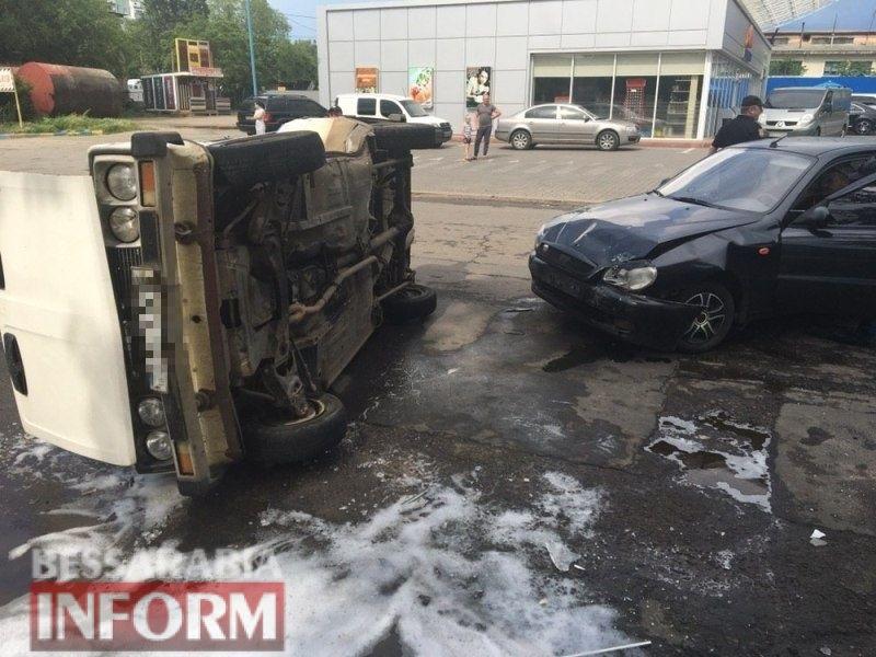 """ДТП в Аккермане: """"Жигули"""", не пропустившее """"Daewoo"""", перевернулось на бок от удара"""