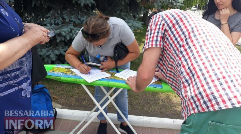 В Измаиле недовольные качеством питьевой воды горожане протестуют против повышения тарифов