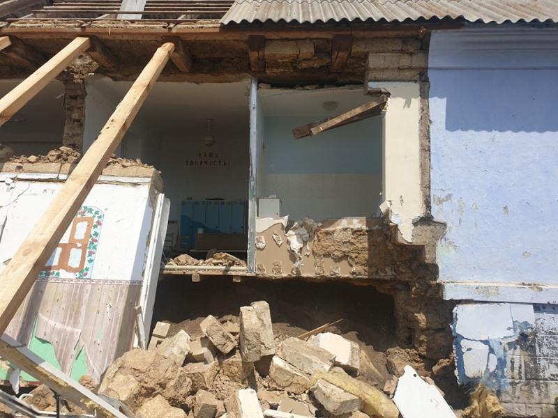 В селе Арцизского района после начала капремонта обрушилась часть здания детского садика