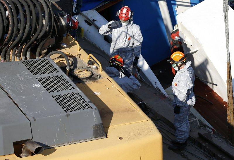 Затонувший в Будапеште катер достали из Дуная: нашли еще 4 тела