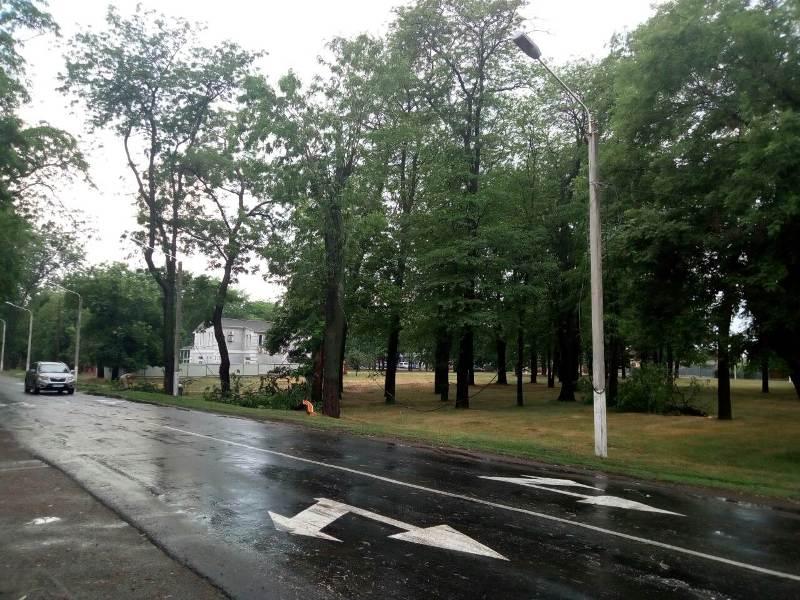 В Измаиле непогода испортила праздник школьникам и наделала немало бед: парад выпускников перенесли на завтра