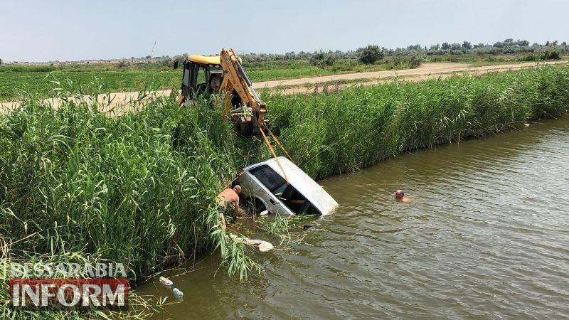 Килийская ОТГ: возле Лесков водитель слетел с дороги в оросительный канал и убежал с места ДТП