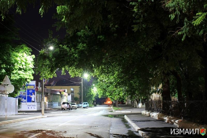 Модернизация уличного освещения в Измаиле: с начала года установлено 260 опор, смонтировано почти тысячу светильников