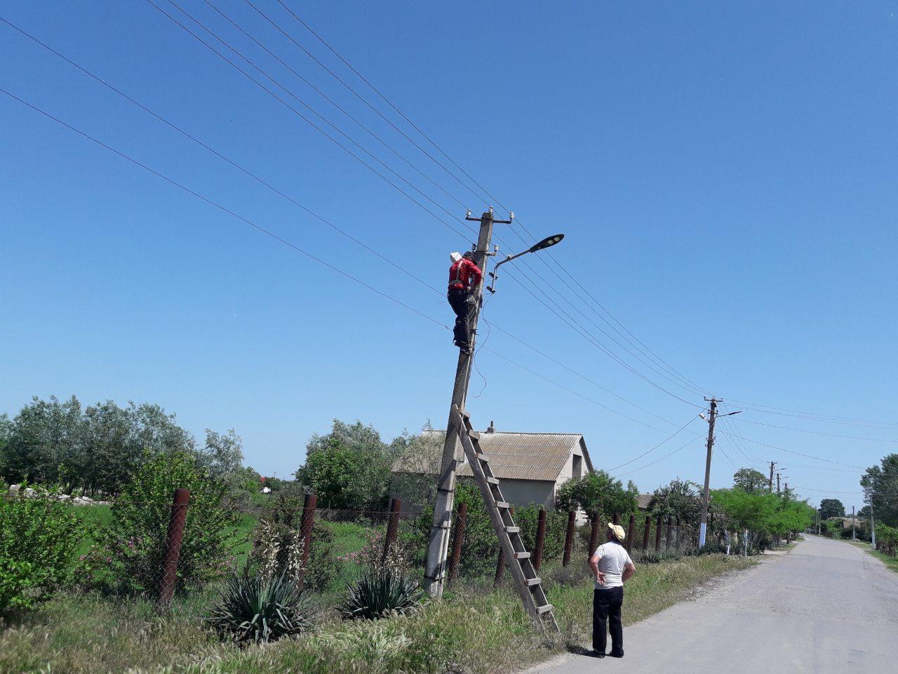На центральной улице села Лески Килийской ОТГ установили новую линию светодиодного освещения
