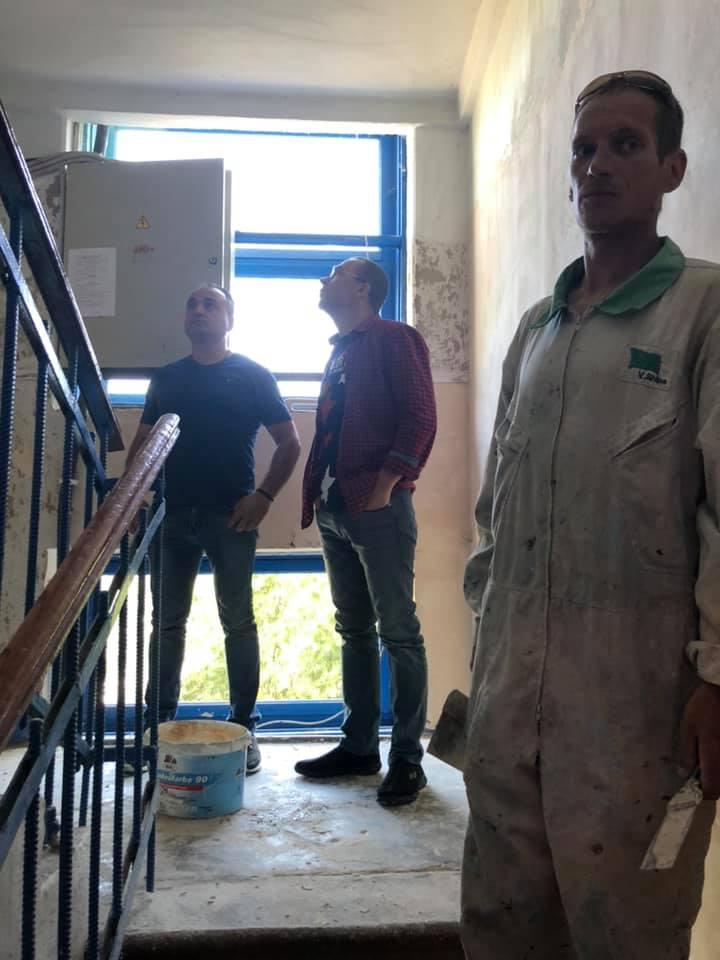 В Килии приступили к ремонту подъездов многоквартирных домов. Со временем планируют сделать все