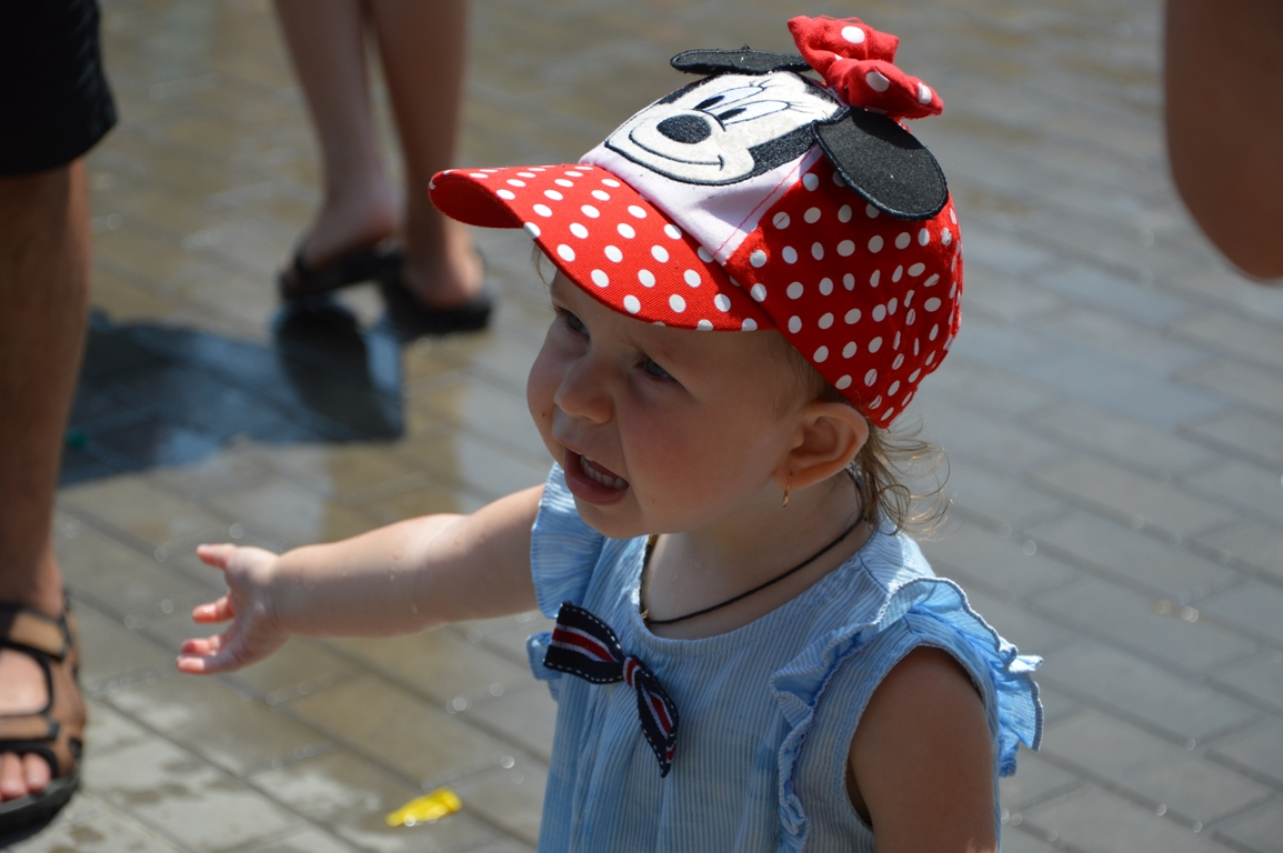 В Килии ко Дню защиты детей прошла массовая водная битва с мэром (фоторепортаж)