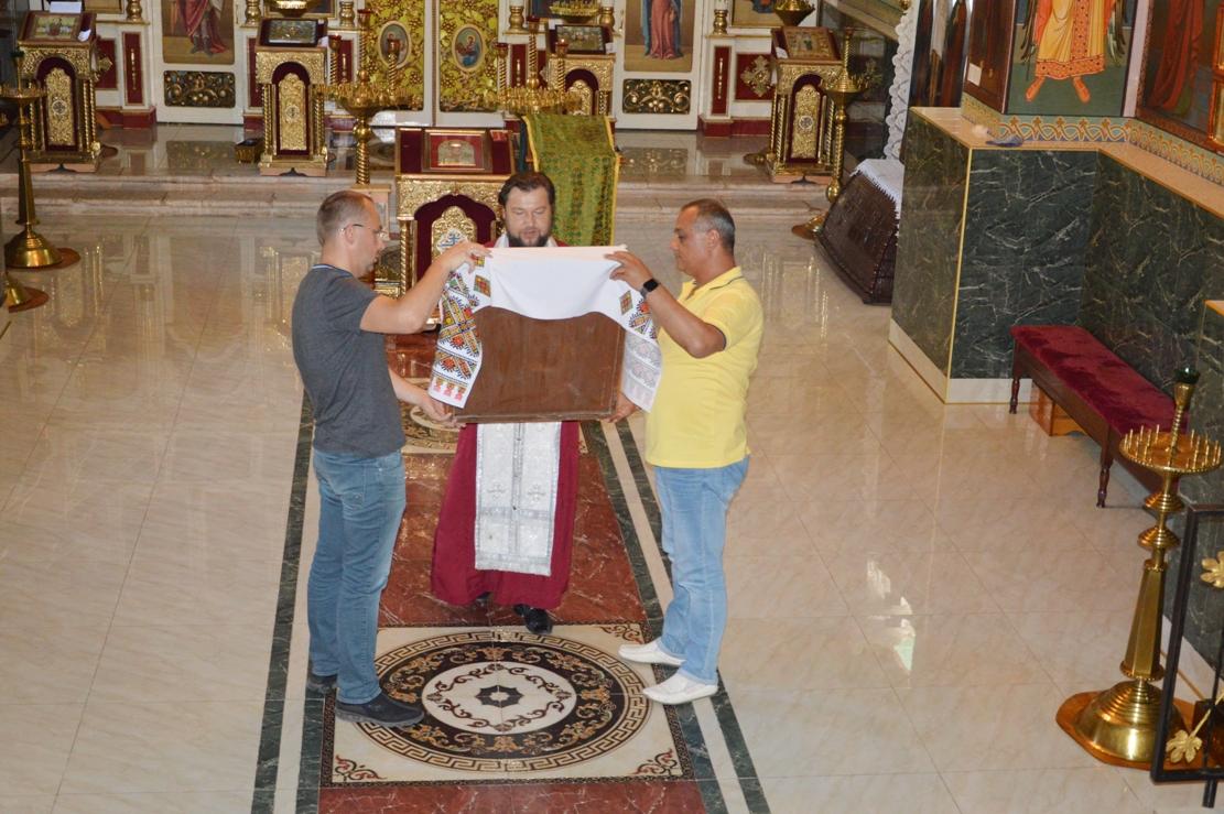 В уникальный полуподземный Свято-Николаевский храм Килии передали икону, спасенную от вандалов более 50 лет назад