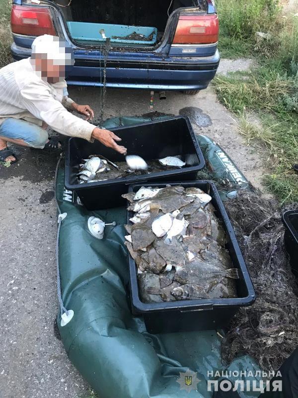 На Тилигульском лимане поймали браконьера с уловом камбалы и глоссы