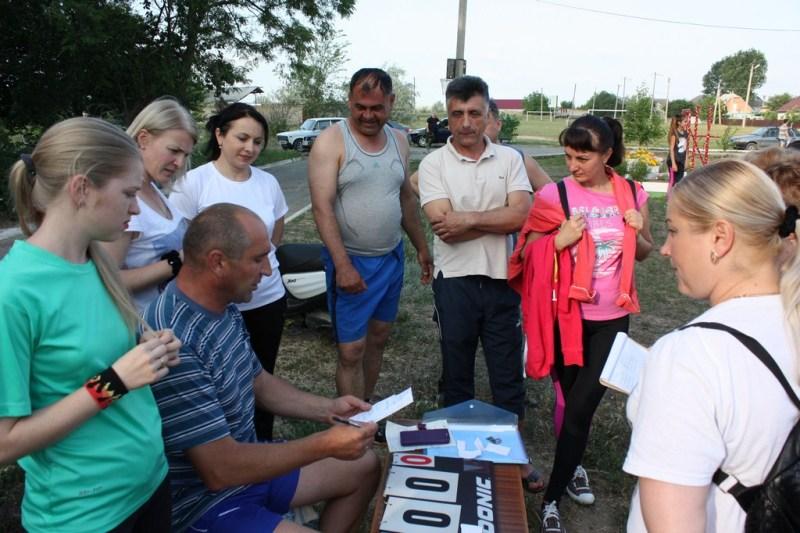 """В Болграде местные жители самостоятельно организовали первенство города по """"дворовому"""" волейболу"""