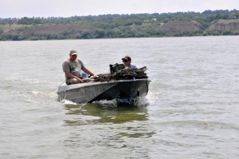 На Днестровском лимане полиция и рыбоохранный патруль ловили любителей незаконной рыбалки
