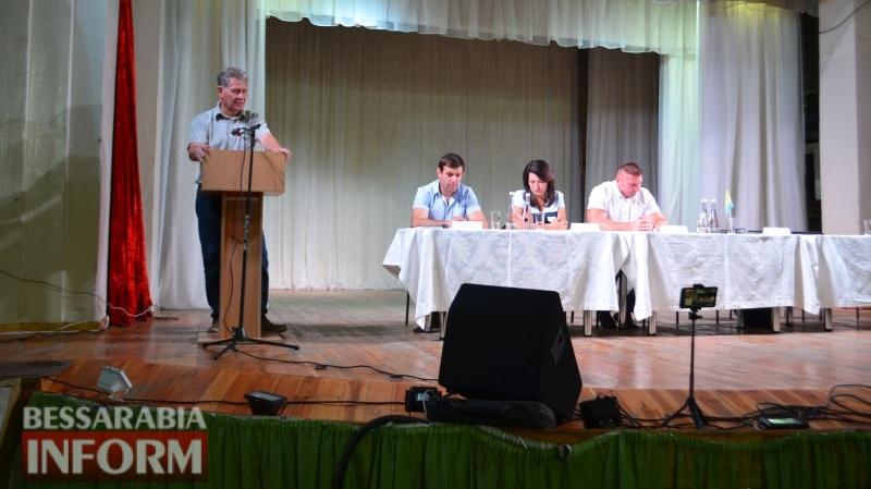 Дебаты по-аккермански: полупустой зал - признак недоверия к кандидатам или безразличия?