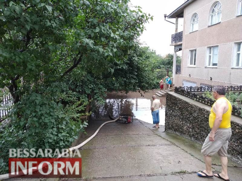 Из-за сильного ливня в Арцизе подтопило дома