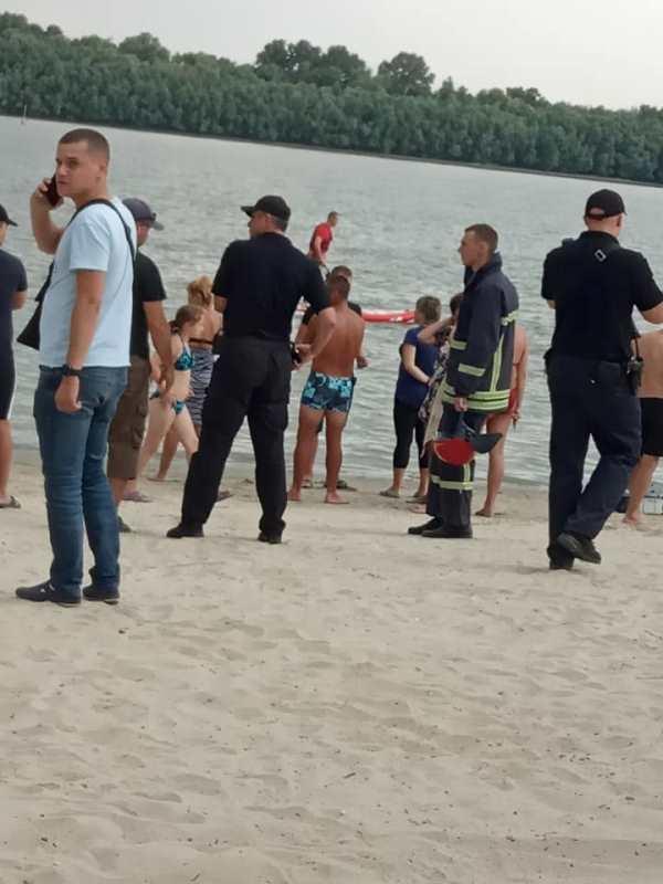 В Измаиле на городском пляже утонул молодой парень (обновлено)