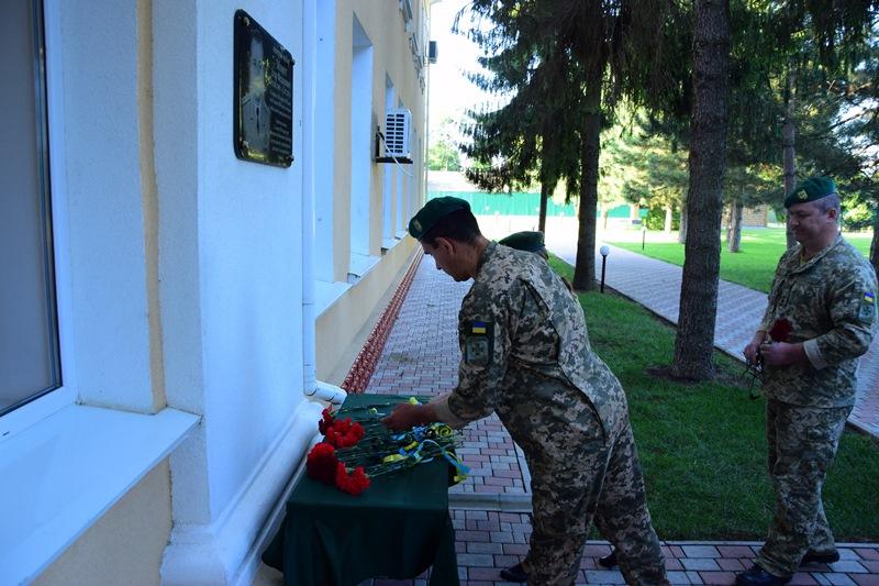 Пять лет, как его забрала война: в Измаиле почтили память генерал-майора Игоря Момота