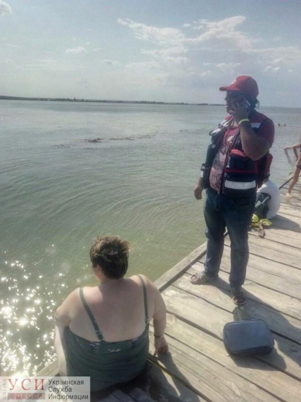 Не рассчитала силы: в Аккермане женщина сломала ногу, прыгнув с пирса на мелководье