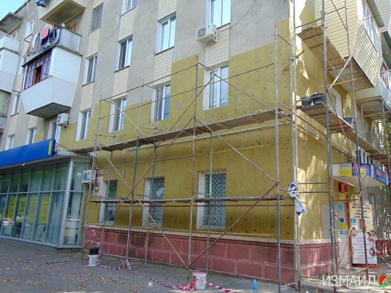 В Измаиле продолжают ремонтировать и утеплять фасады многоэтажек - надежда появилась и у проблемных объектов