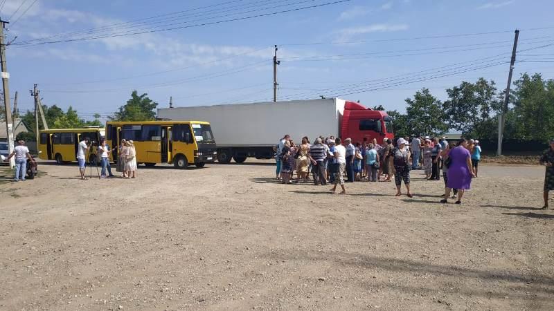 В Белгород-Днестровском районе жители села Молога перекрыли дорогу в знак протеста