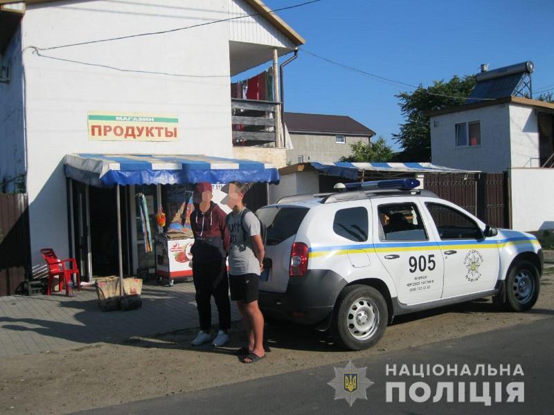 В Затоке с поличным задержали двух молодых людей, которые ограбили иностранную туристку