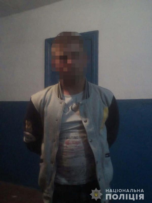 Возле курортного села Приморское полиция задержала 17-летнего парня, который был пьян и имел при себе холодное оружие