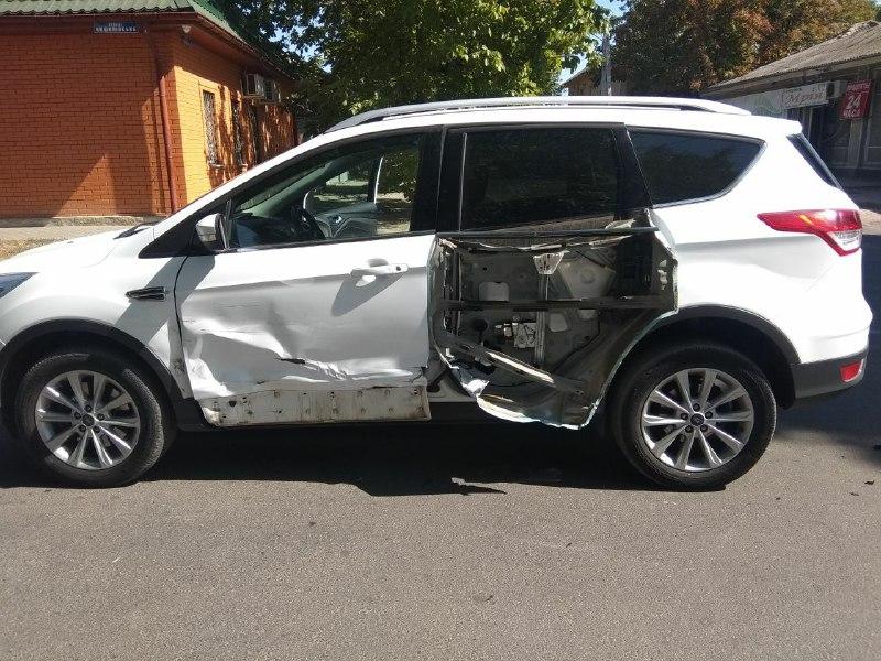В Измаиле Ford Kuga оторвал дверь Subaru Outback