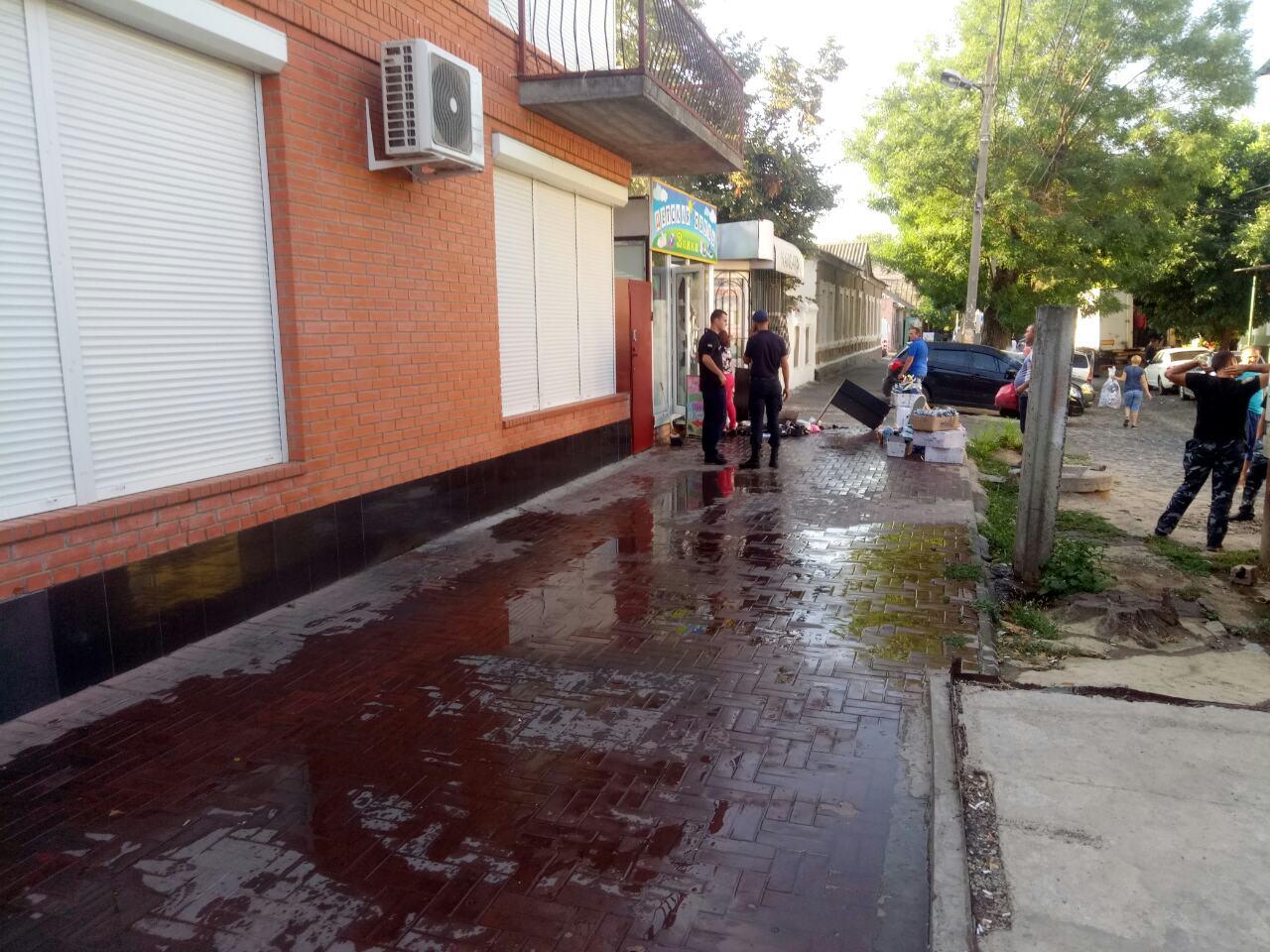 В Измаиле утром возле Центрального рынка горел магазин детской обуви