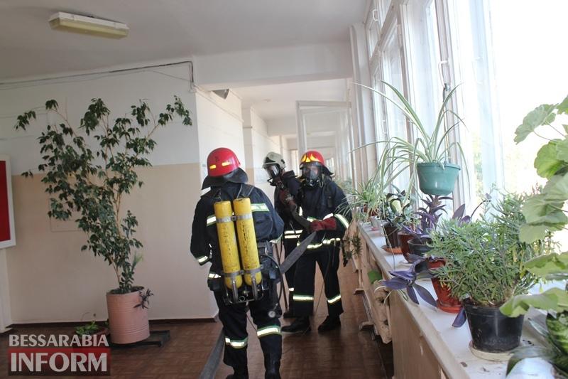 В Измаиле эвакуировали всех студентов и персонал Учебного центра УДП и Морской академии - пожарные учения