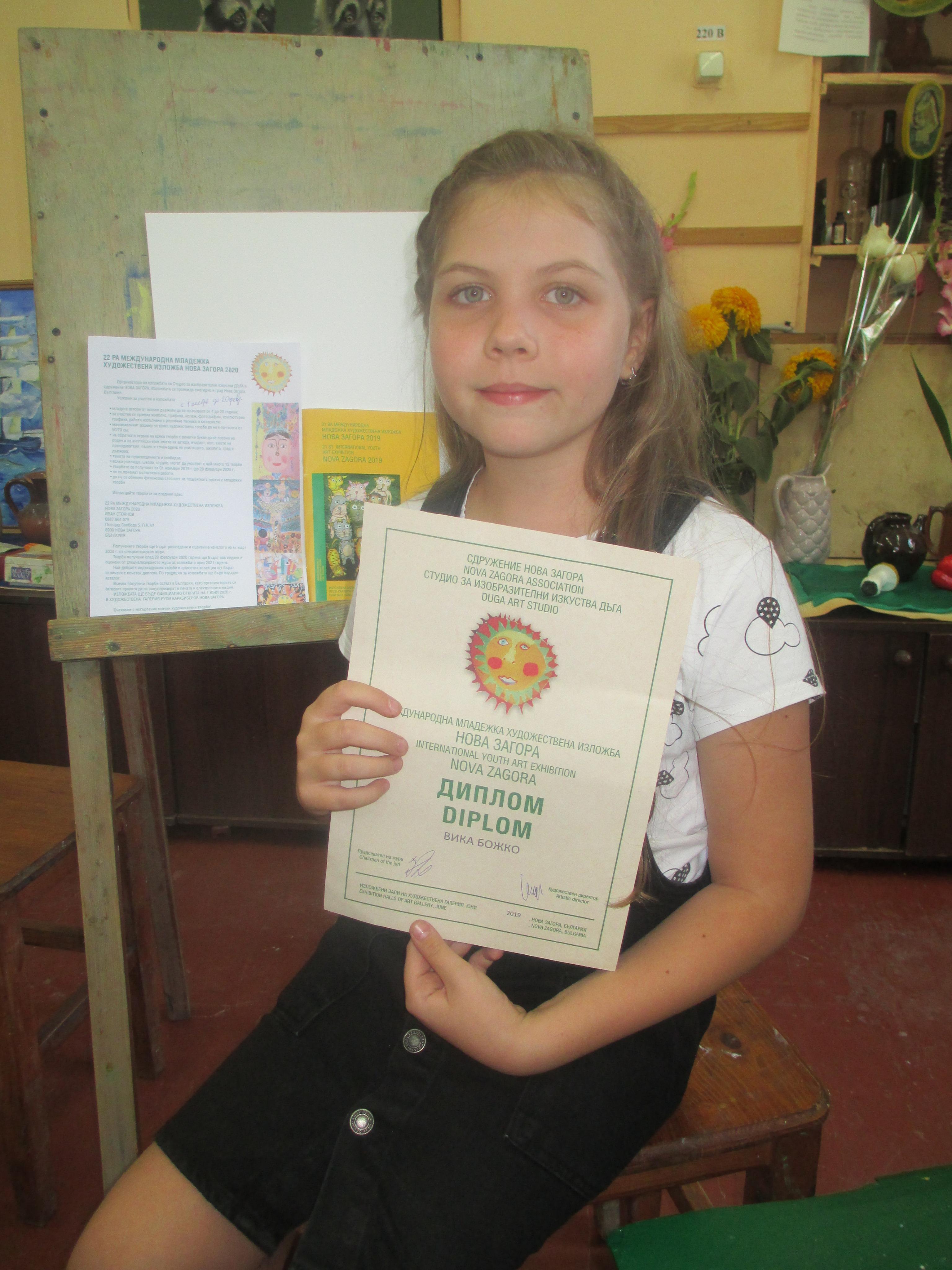 Юные художницы из Килии выбороли право участвовать в престижной выставке художественного центра Болгарии