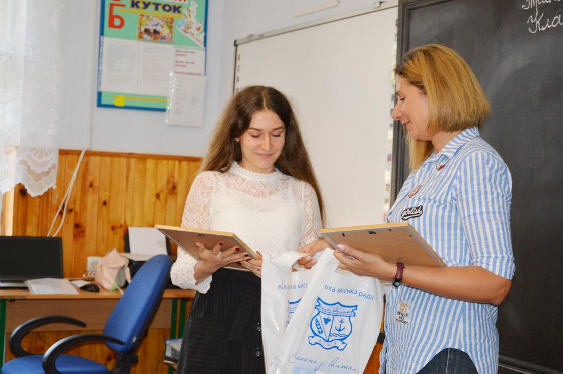 Кращий щоденник: волонтеры конкурса награждают полуфиналистов дипломами и подарками